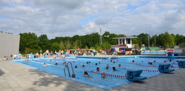 Maarkelsnieuws-zwem4daagse-zwembad-vijfheuvels-Markelo-20150609mmhn (5)