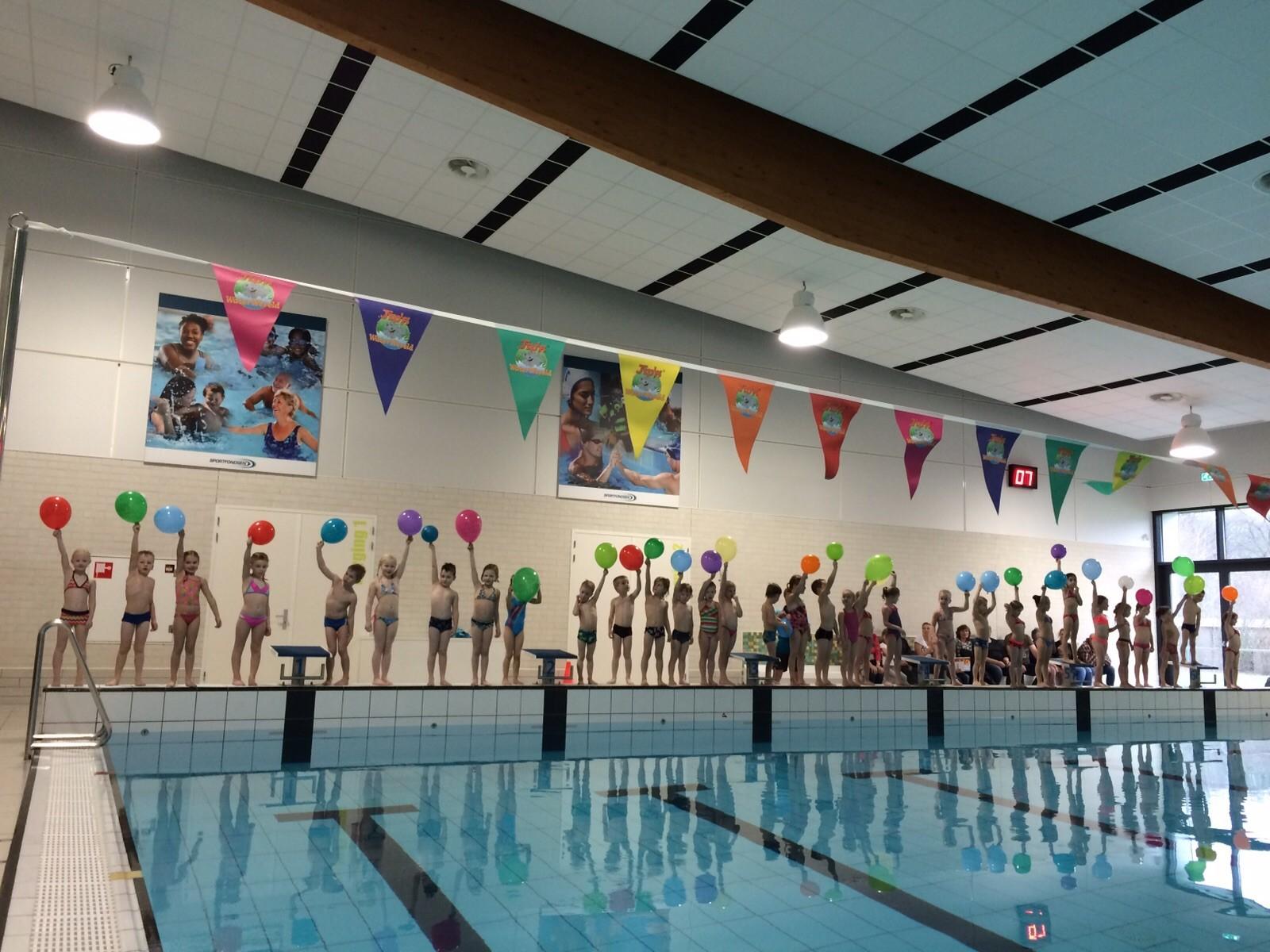 Diplomazwemmen in zwembad de vijf heuvels - Zwembad toren ...