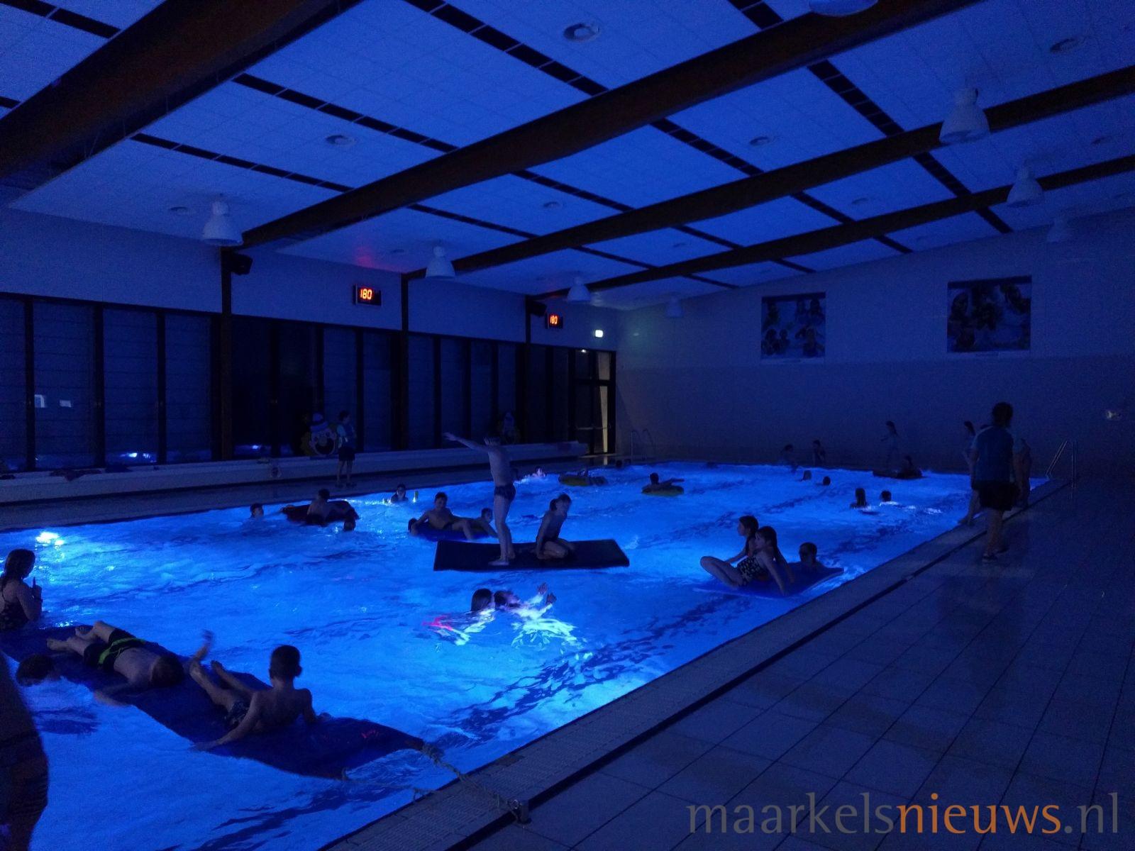 Jeugdactiviteiten in zwembad de vijf heuvels - Zwembad toren in kiezelsteen ...