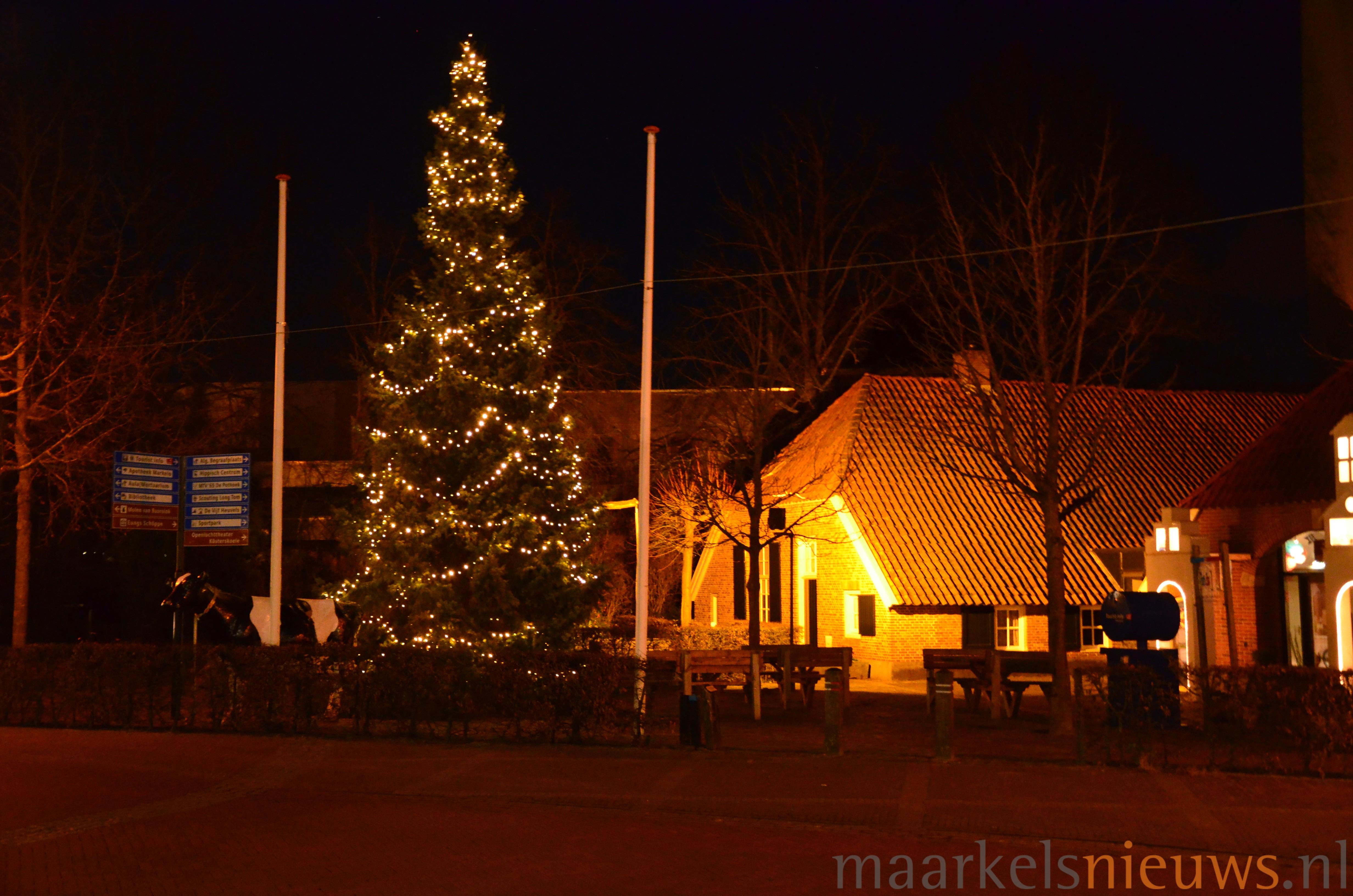 Kerstboom dit jaar op Kaasplein - Maarkelsnieuws.nl
